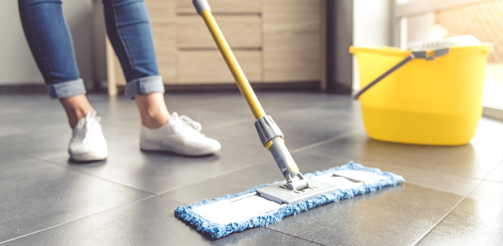 6 Techniques for How to Mop a Floor Correctly