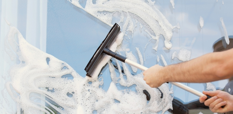 6 Best Ways for Washing Windows in the Winter